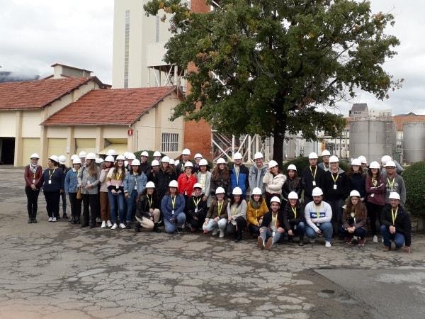 Estudiantes De Laboratorio Del Centro Pirámide De Huesca